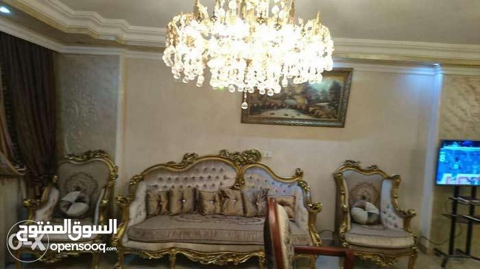 شقة هاي لوكس للبيع بالفرش بحدائق الاهرام البوابه الاولى فيو اهرامات