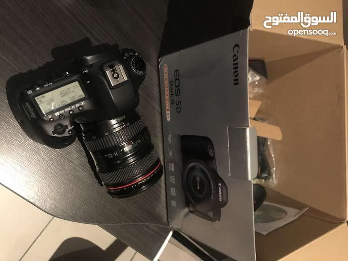 canon 5d mk3  شبه جديدة للبيع بشيك