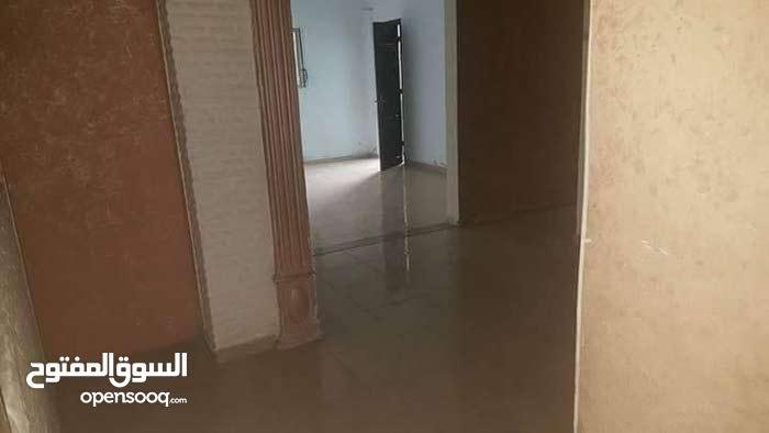 شقة للايجار غزو شارع صلاح الدين مقابل سوق البسطات