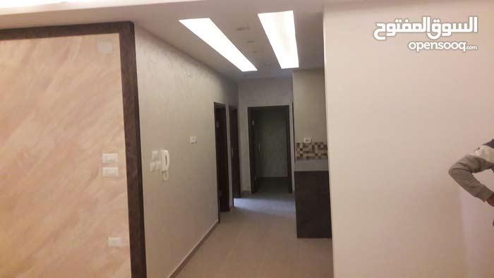 شقة تشطيب راقي مساحة 160 متر