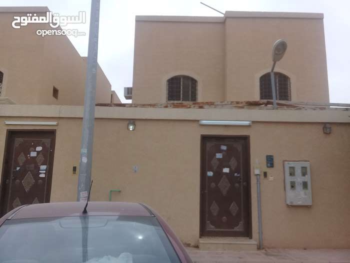 Ad Dar Al Baida neighborhood Al Riyadh city - 375 sqm house for sale