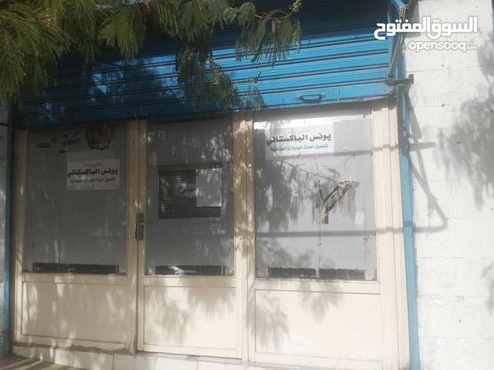 محل تجاري على الشارع نزول مسجد عثمان بن عفان