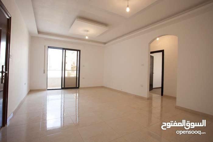 شقة 120م2 طابق اول ثلاث غرف جديدة من المالك مباشرة