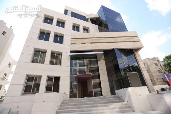 عيادات طبية و مساحات طبية و تجارية مميزة في شارع ابن خلدون بالقرب من مستشفى الخالدي