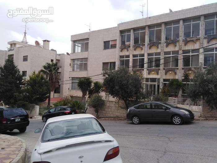 عمارة مميزة شارع الجامعة الأردنية للبيع بسعر الأرض