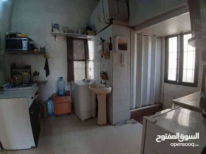 شقة مفروشة للايجار في الناعمة طابق ارضي مع جنينة