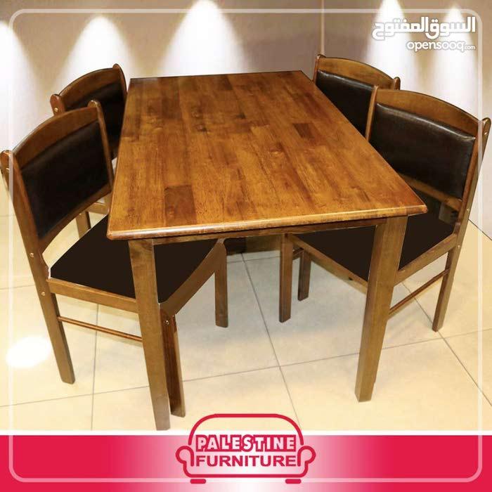 طاولة مطبخ مع 4 كراسي ظهر و مقعد جلد