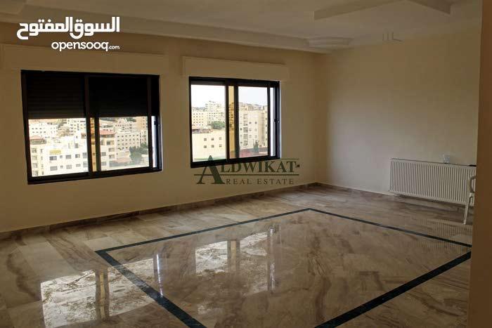 شقة طابق اخير مع روف للبيع في خلدا بمساحة 218م مع روف 50م