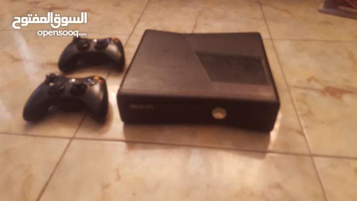 جهاز xbox 360 للبيع بحاله ممتازة مع جوستكات عدد2 مع العاب مخزنة في الذاكرة