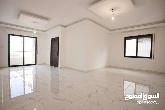 شقة طابقية 150م في حي ام زويتينة