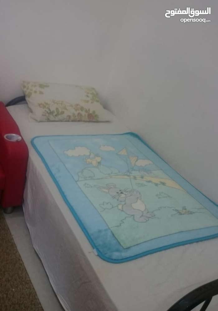 للبيع غرفة نوم + سرير مفرد