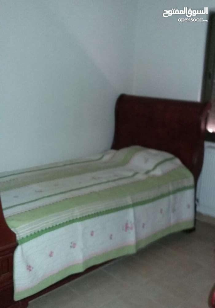 دابوق شقة طابق اول 190م للبيع