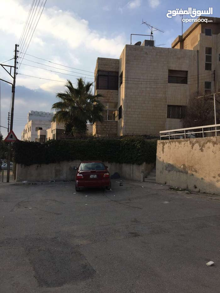 3 rooms  apartment for sale in Amman city University Street