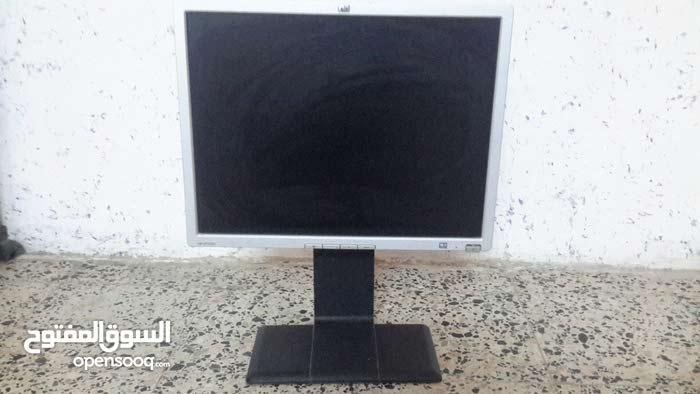 شاشة كمبيوتر كبيره نوع hp اصليه تستخدم للمراقبه وغيرها