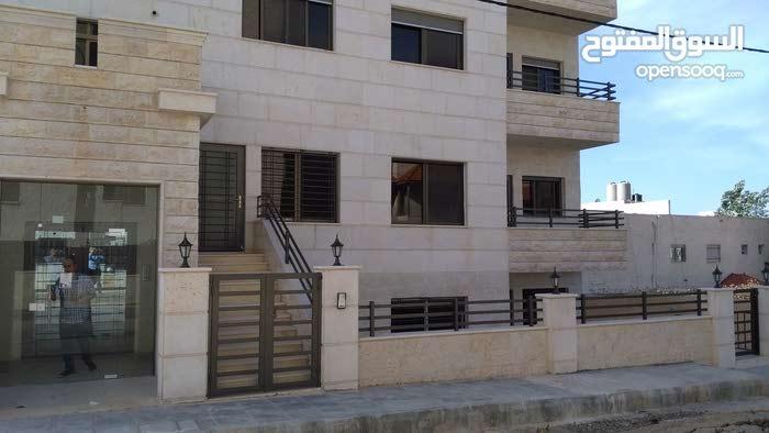 شقة 150م طابق ارضي مدخل مستقل خلف كلية غرناطة