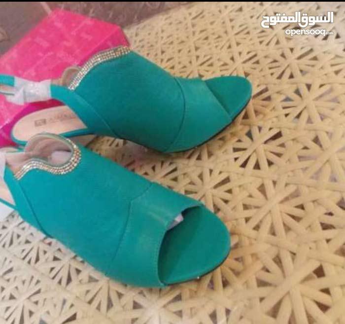 حذاء مقاس40