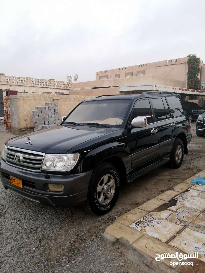 Used condition Toyota Land Cruiser 2000 with +200,000 km