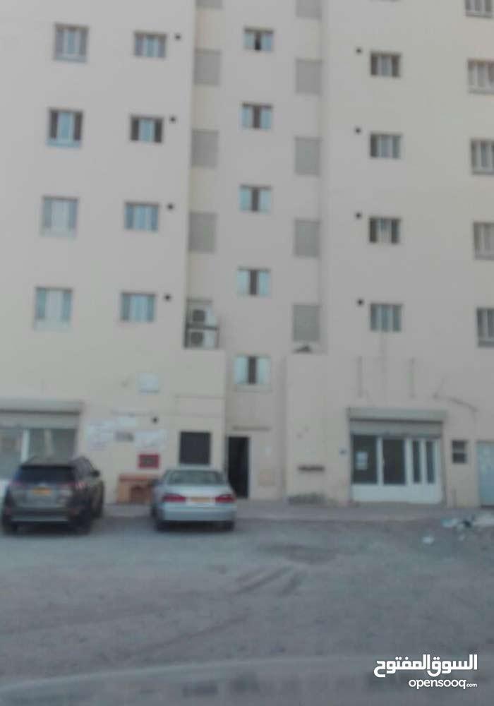 شقة للايجار في المعبيلة الثامنة قرب الشارع السريع