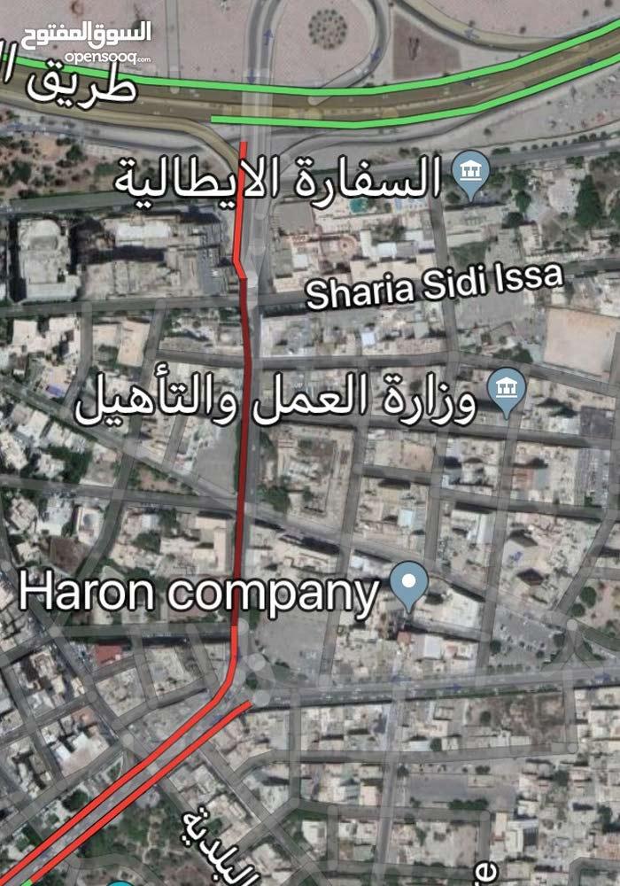 عقار بمنطقة الظهرة قرب جامع الملك ذو واجهتين مساحته 400م