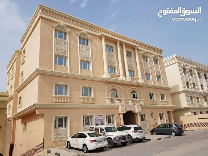 للايجار شقة بالوكرة بالقرب من البلدية 3 غرف وصالة
