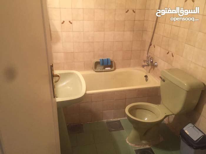 غرفة للايجار زوق مصبح جامعة اللويزة في شقة فيها 3 غرف كل غرفة شخص 2 حمام