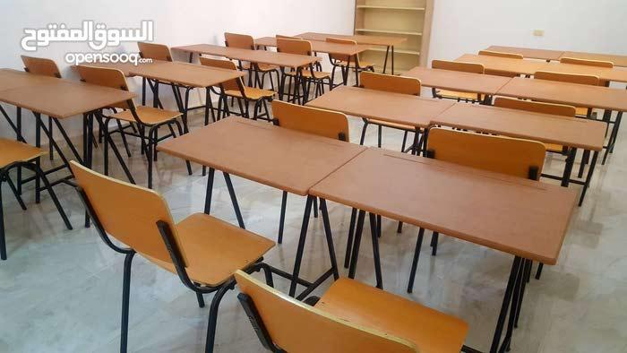 مقاعد دراسية خشبية عدد 20 مقعد مصممه بشكل مريح (فردية مقعد + طاولة )