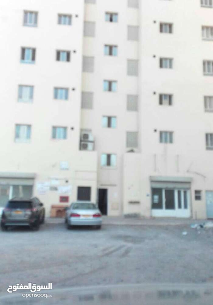 شقة رخيصة للبيع في المعبيلة الثامنة قرب الشارع السريع وشيشة شل