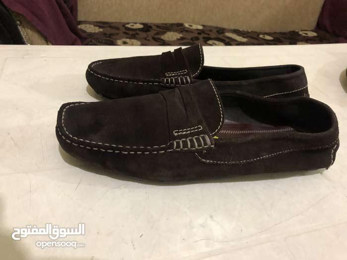 للبيع عشر جواز احذية ماركات اصلية ايطالي واُوروبي نضاف بعدن