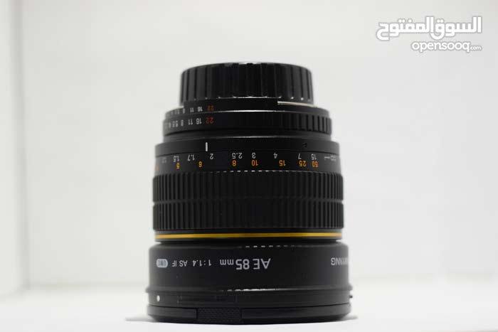 SAMYANG 85mm f/1.4. full new. condition