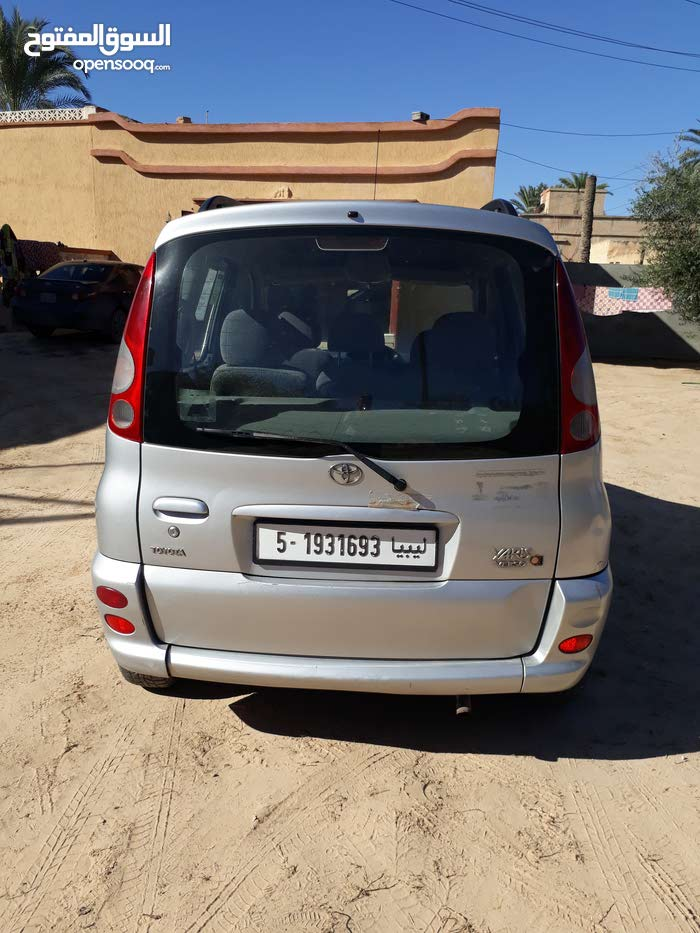 Silver Toyota Isis 2004 for sale