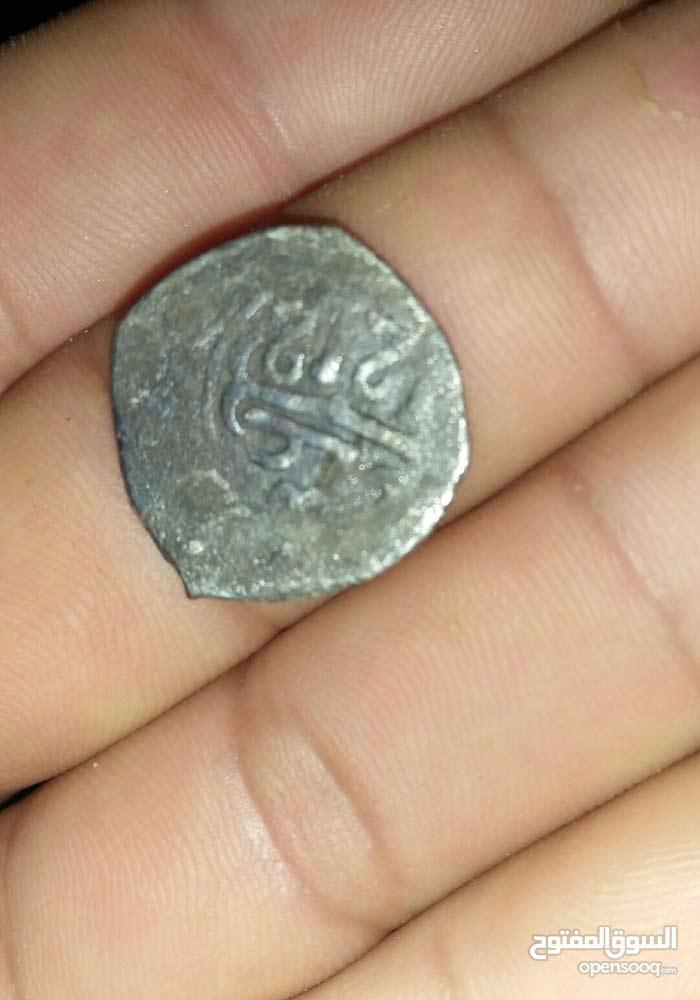 قطعة نقدية من الفضة بحالة جيدة