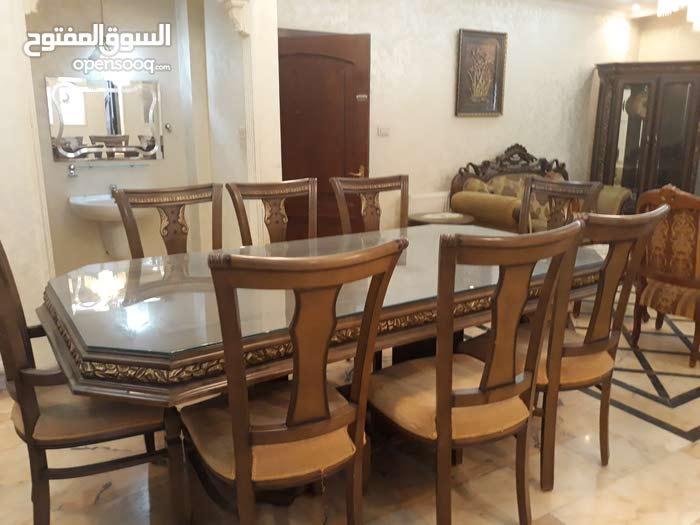 شقة  مفروشه ارضيه خلف مركز الحسين للسرطان للبيع