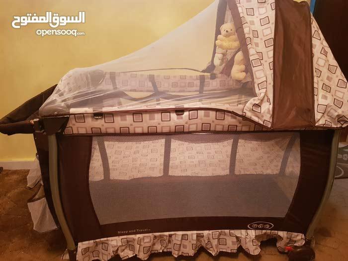 سرير أطفال + حباس  .. 2×1 . نظيف.. فيه جيوب  و فتحة تخزين من اسفل .. السعر 250