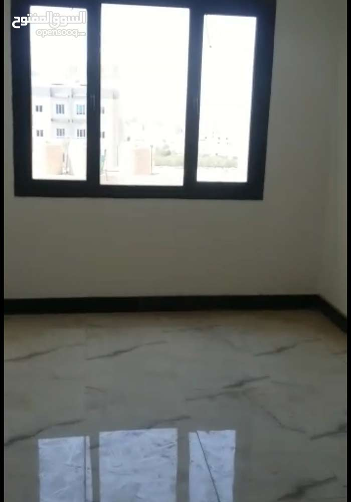 شقة للبيع في صباح السالم  ق 3 في مجمع أراك بجانب مستشفى طيبة.