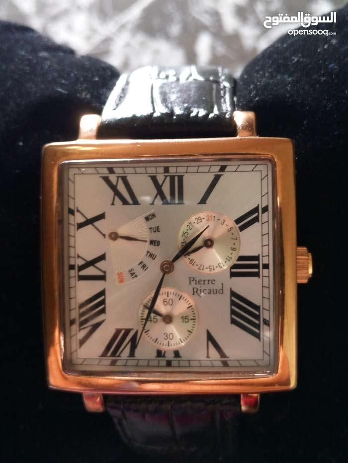 ساعة انيقة ودا لمسة جميلة فرنسية