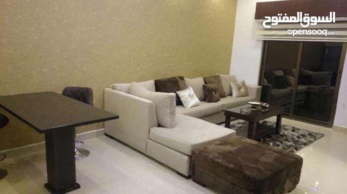 شقة مفروشة ثلاث غرف نوم للايجار بالقرب من كوزمو السابع
