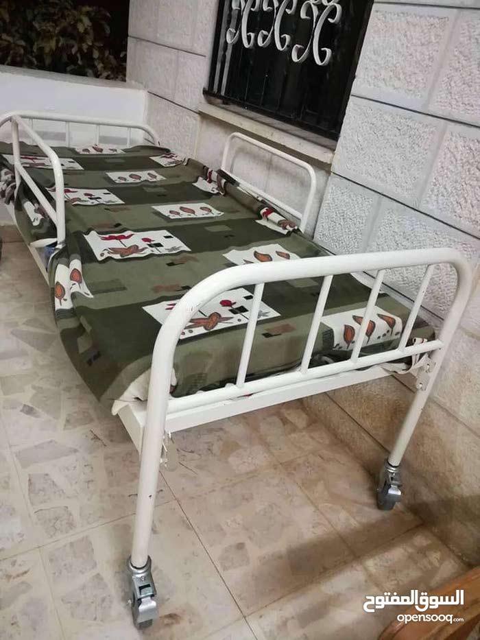 سرير طبي جديد غير مستعمل