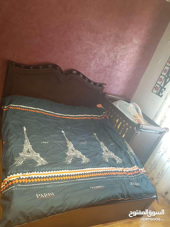 غرفة نوم بحالة الجديده