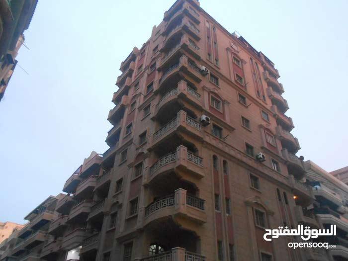 شقة ناصية 3 شوارع بجوار البحر في شاطئ النخيل الاسكندرية