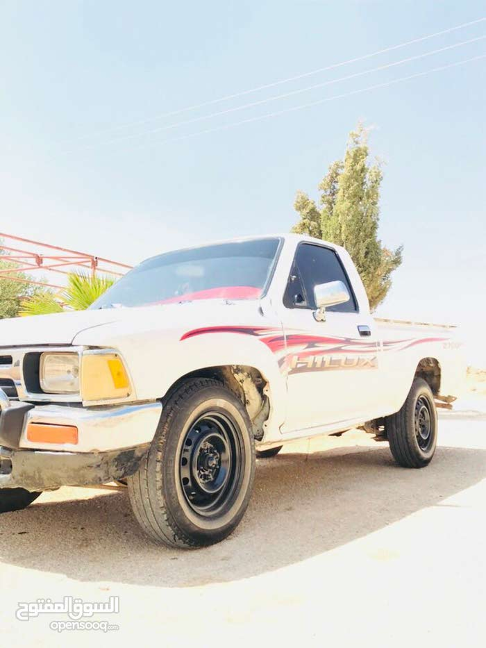 Used Toyota Hilux in Mafraq