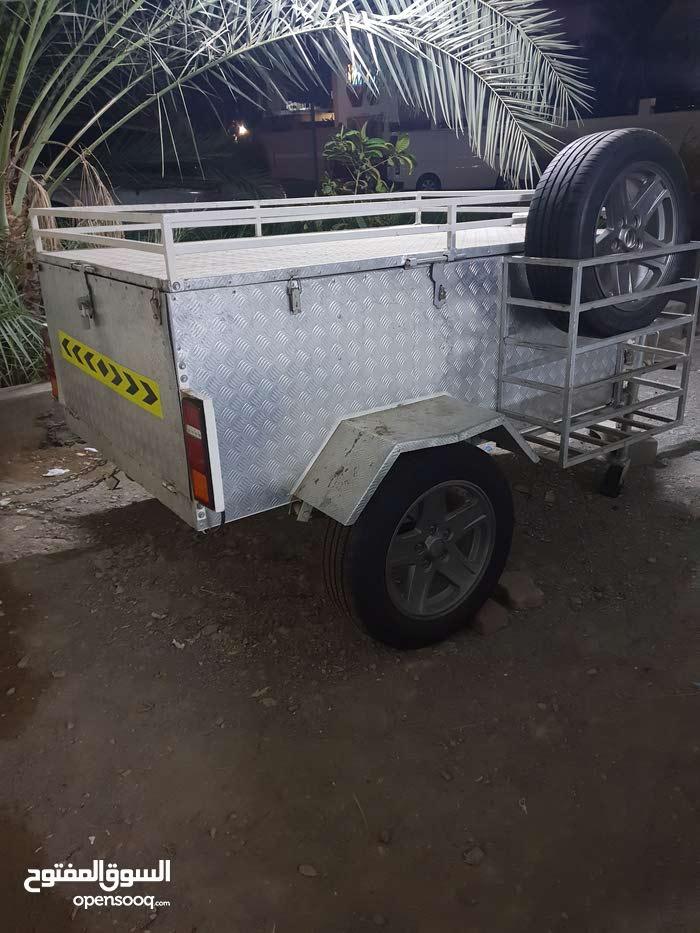عربة بكامل معدتها من كهرباء وليت وإلخ....