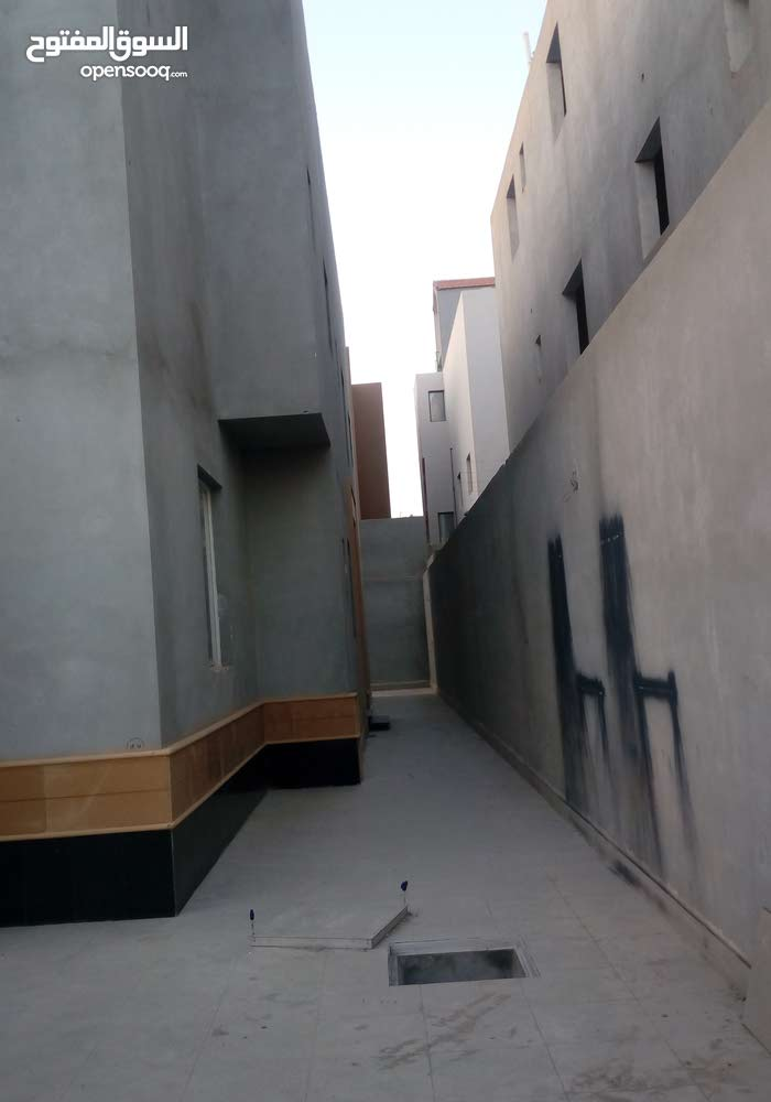 Al Malqa property for sale with 5 rooms