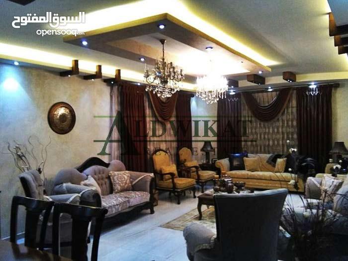 شقة طابقية مميزة للبيع في اجمل مناطق ضاحية الرشيد , مساحة البناء 250م - مساحة الترس 30م (بسعر مغري)