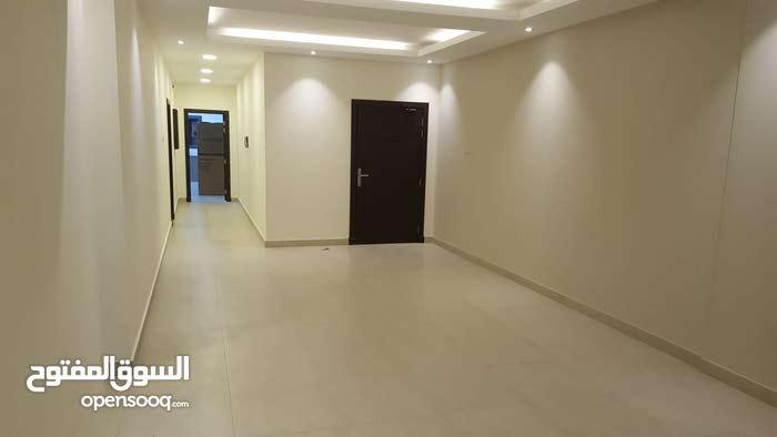 شقة للايجار في الحد الجديدة تتكون من ثلاث غرف نوم و غرفة خادمة وصالة ومطبخ