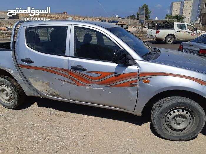 Manual Mitsubishi 2006 for sale - Used - Al-Khums city