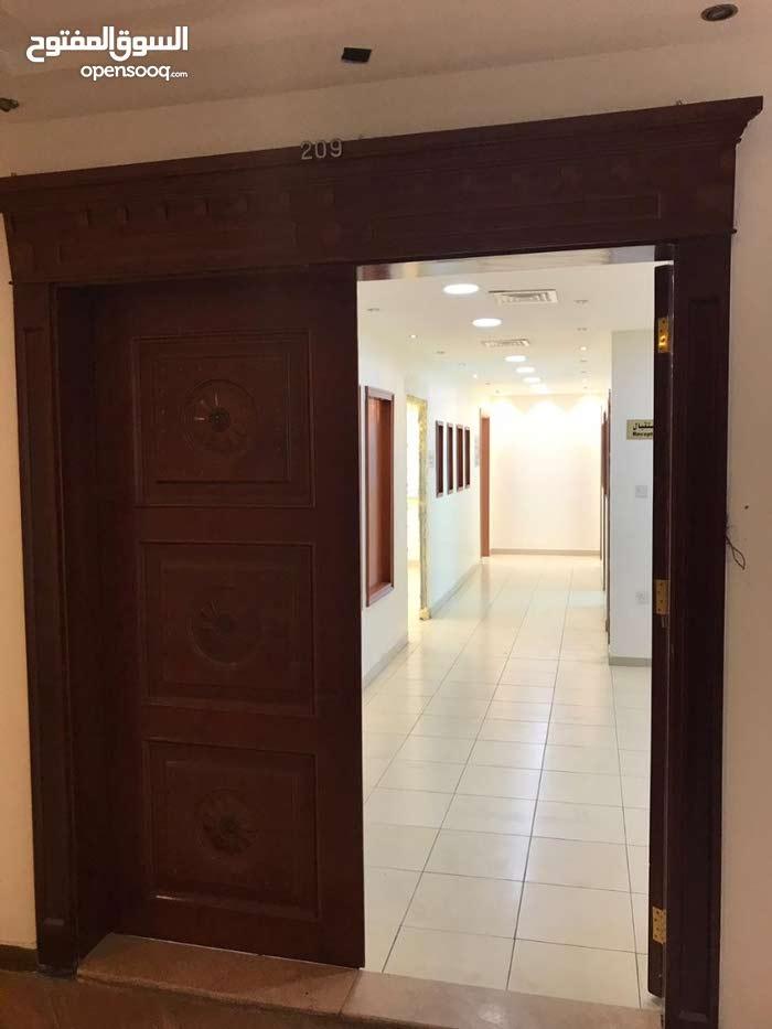 مكتب للايجار مساحة 152 متر _ شارع مكة_ بلقرب من جوايكو _ موقع حيوي و مميز