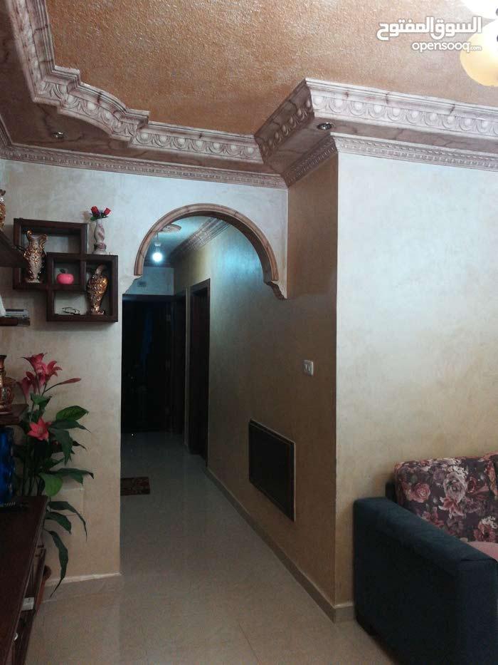 شقة طابقية عمان طبربور بجانب القيادة العامة