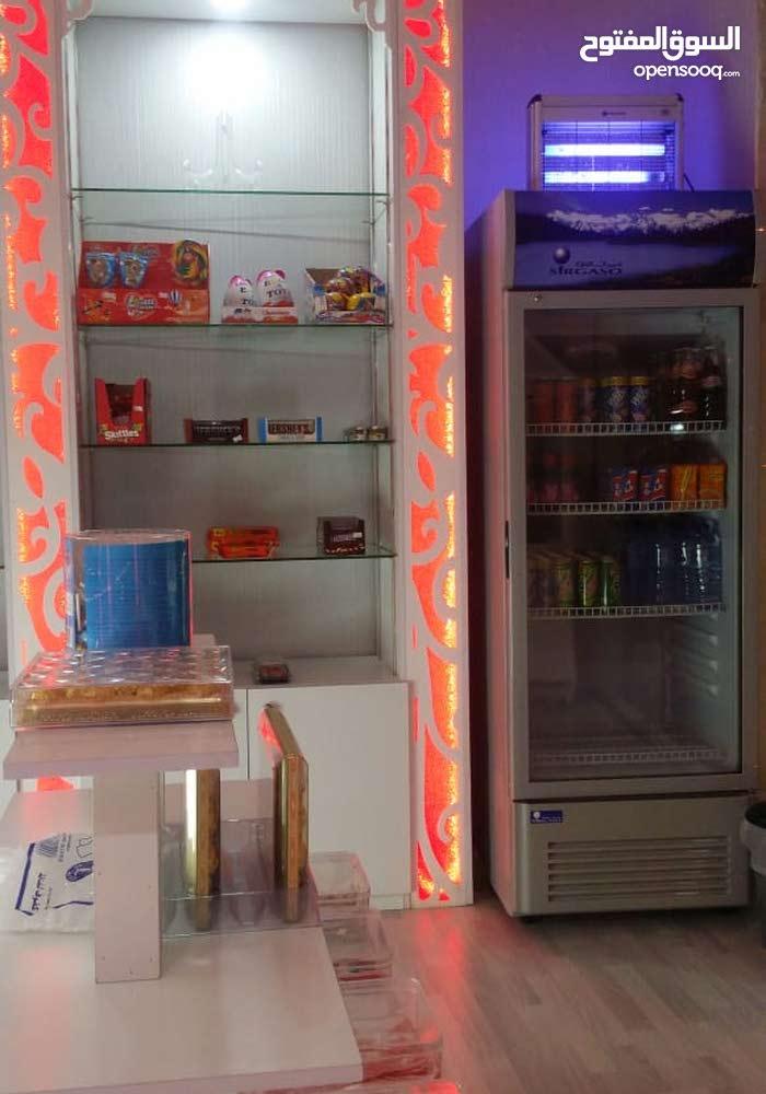 محل حلويات للتقبيل