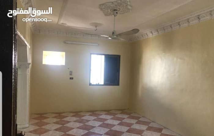 شقة 5 غرف للإيجار بالعزيزية