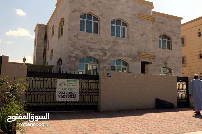فيلا للايجار في الموالح الجنوبيه خلف مركز السلطان للتسوق منطقه هادئه ومخدمه